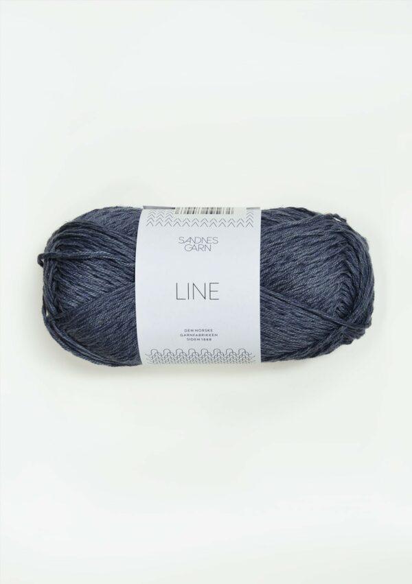 Une pelote de Line de Sandnes Garn coloris Mork Blagra (bleu indigo foncé)