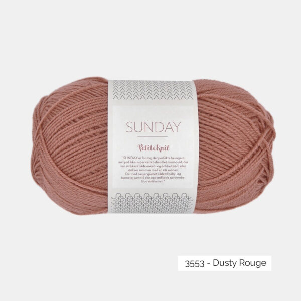 Une pelote de Sunday de Sandnes Garn coloris Dusty Rouge
