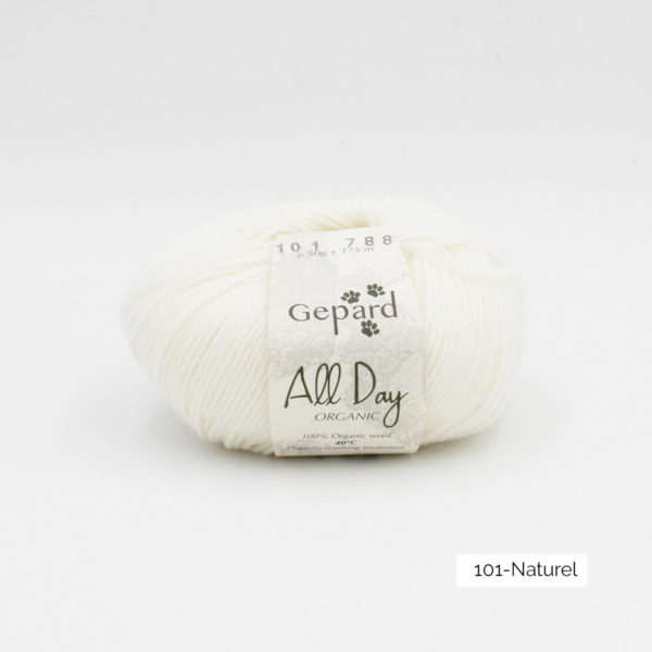 Une pelote de All Day Organic de Gepard Garn dans le coloris Naturel