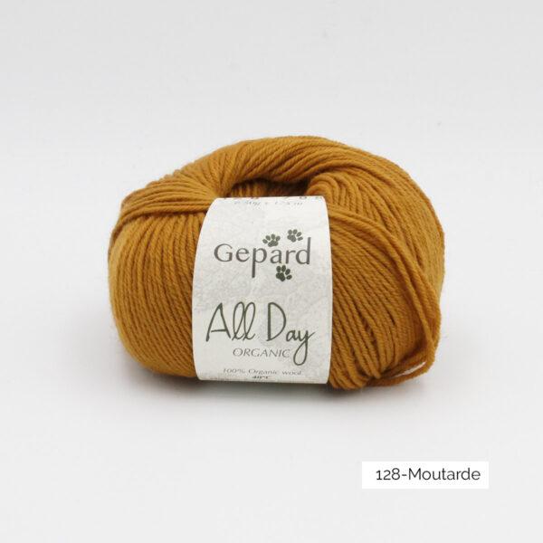 Une pelote de All Day Organic de Gepard Garn dans le coloris Moutarde