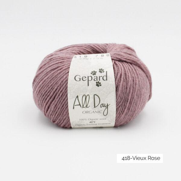 Une pelote de All Day Organic de Gepard Garn dans le coloris Vieux Rose