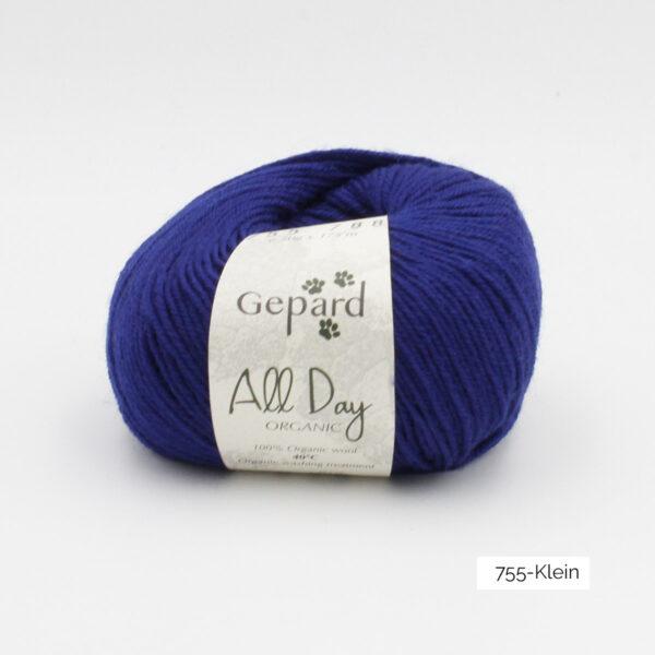 Une pelote de All Day Organic de Gepard Garn dans le coloris Klein