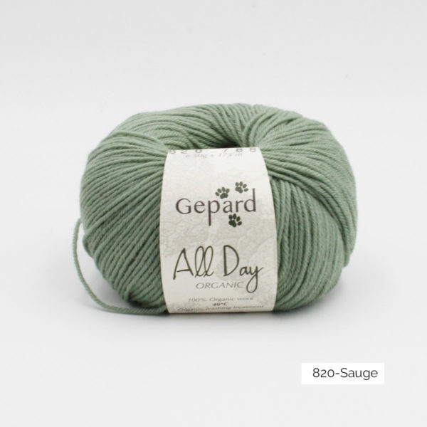 Une pelote de All Day Organic de Gepard Garn dans le coloris Sauge
