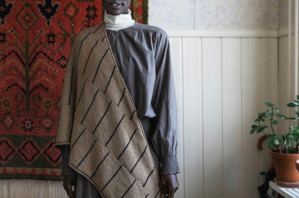 Présentation du châle RUF, patron de tricot paru dans le livre 52 Weeks of Shawls édité par Laine Magazine
